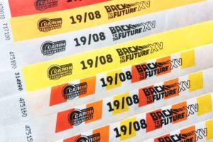 бумажные браслеты с полноцветной печатью логотипа в минске